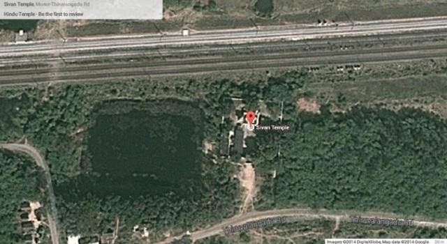 மோசூர் ரெயில்நிலைத்துக்கு அருகில் உள்ள கோவில் மற்றும் குளம்