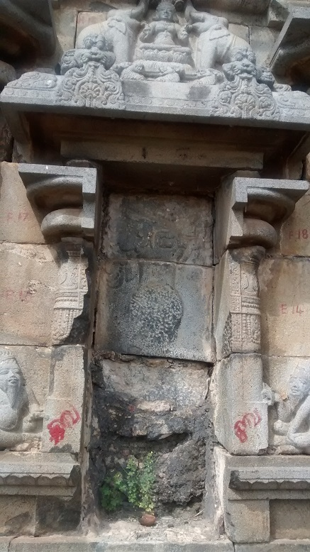 Panal below Galalakshmi missing with siddhas on either side