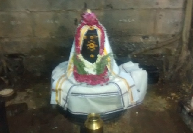 Pennalur Siva Temple - Lingam - fully decorated