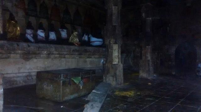 34. Tirukkadaiyur temple- 63 nayanmar - RHS corner