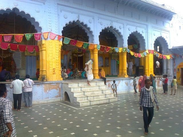 11. விருந்தா-பிருந்தா தேவி கோவில் உட்புறம்