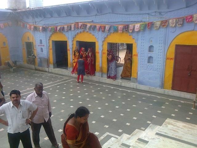 13. விருந்தா-பிருந்தா தேவி கோவில் உட்புறத் தோற்றம்