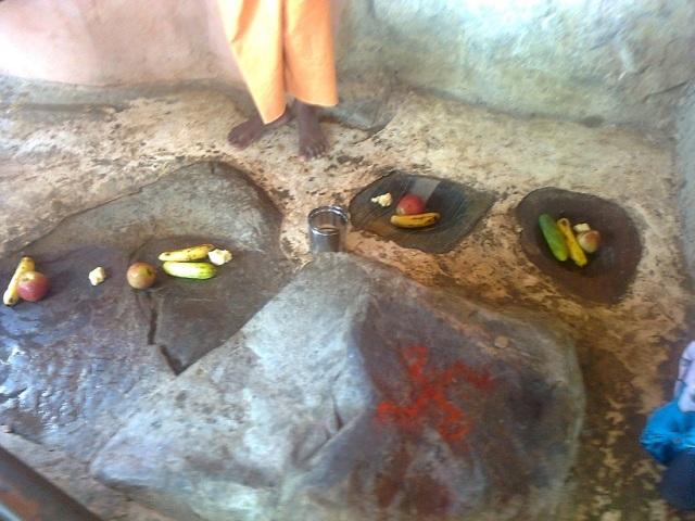 15. போஜன் தாலி - இரண்டு தட்டுகள், பாத்திரங்கள் போன்ற அமைப்பு