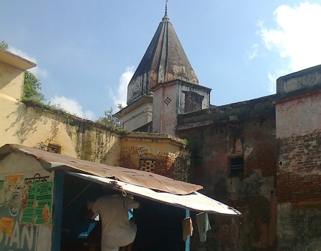20. Ayodhya with old buildings ilke this many
