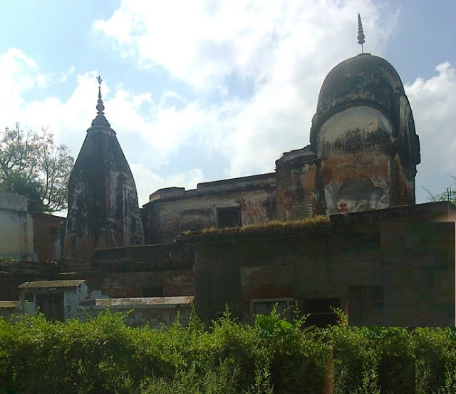 21. Ayodhya with old building ilke this