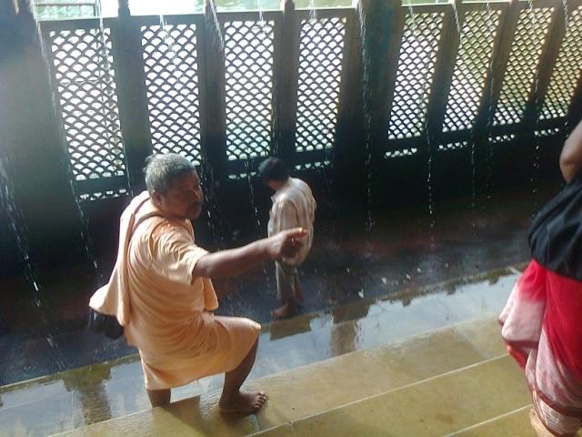 26. மானஸ கங்காவில் குளிக்க செய்துள்ள வசதி