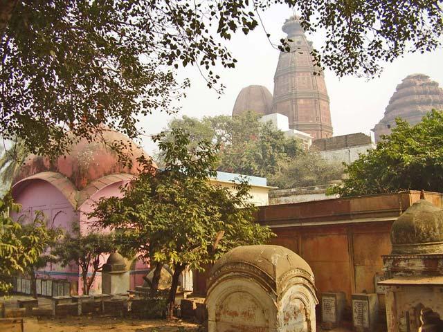 31. சனாதன் கோஸ்வாமி சமாதி மதன மோஹன மந்த்திருக்கு பின்னால் உள்ள தோற்றம்