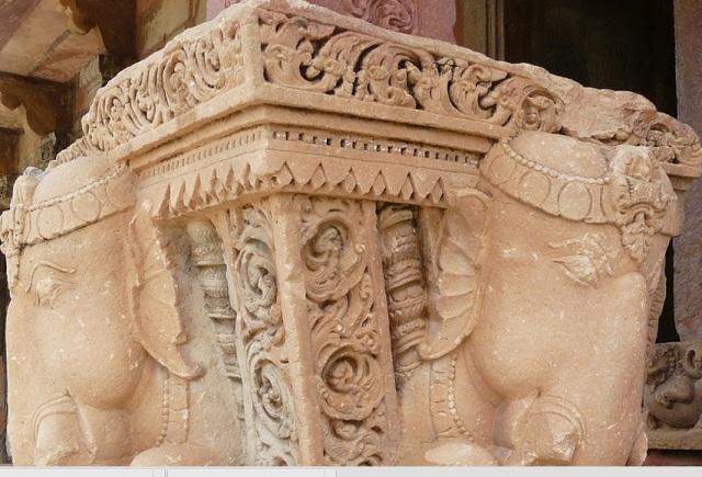9. சௌரசி 84- தூண் கோவில் சிற்பங்கள்-யானை சிற்பம்