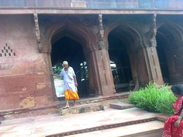 9. மதன மோஹன கோவில் - எதிரேயுள்ள மண்டபம்