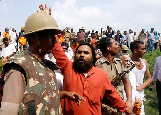 Ayodhya - heavily armed forces terrorize ordinary devotess