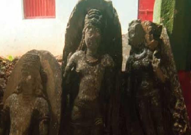 Broken sculptures found in Mangala Gauri temple, Gaya.2