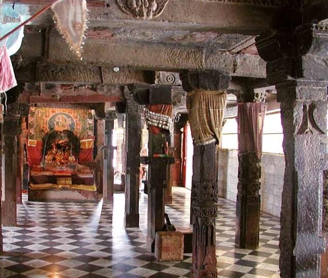 சௌரசி 84-தூண்கள் கொண்ட கிருஷ்ணர் கோவில்