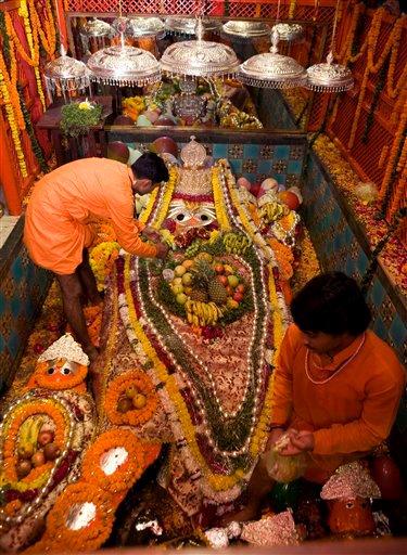 Shri Bade Hanumaan Ji at the Sangam Kshetra of Prayag decorated