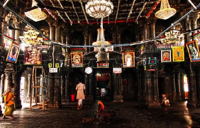 vishnupad temple Mantap with pillars.view