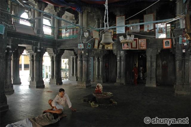 vishnupad temple Mantap with pillars