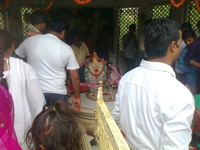 25. சேவா குஞ்ச- நிகுந்த வன் -உள்ளேயுள்ள ஒரு கோவில்