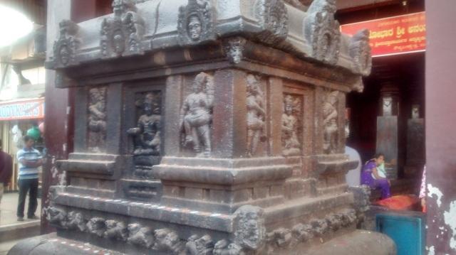 உடுப்பி - ஶ்ரீ அனந்தேஸ்வரர் கோவில் வாயில்.பீடத்தின் பக்கம்