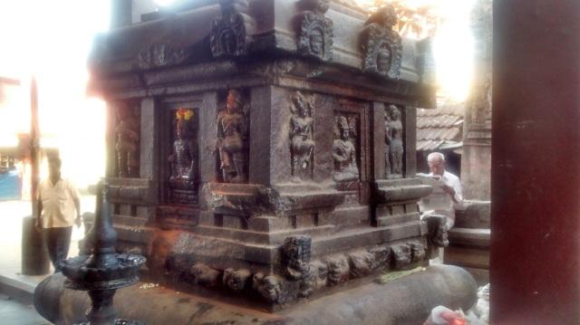 உடுப்பி - ஶ்ரீ அனந்தேஸ்வரர் கோவில் வாயில்.பீடத்தின் பக்கம்.2