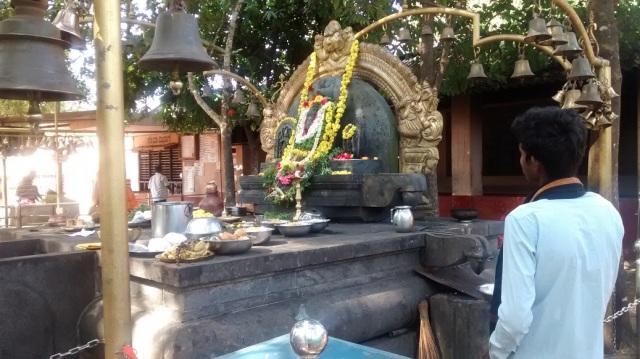சௌதட்கா வினாயாகர் - வலது பக்கத் தோற்றம்