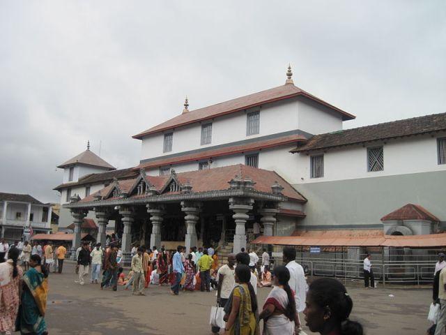 தர்மஸ்தலா கோவில் வெளிப்புறத் தோற்றம்