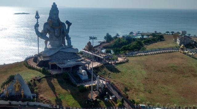 முருடேஸ்வர் - பிரம்மாண்டமான சிவன் - மேலேயிருந்து பார்க்கும் தோற்றம்