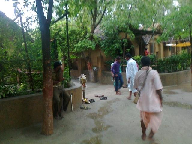 ரமண ரெடி - கிருஷ்ணர் தவழ்ந்த இடம்.தியானம் செய்ய குடிர்கள்