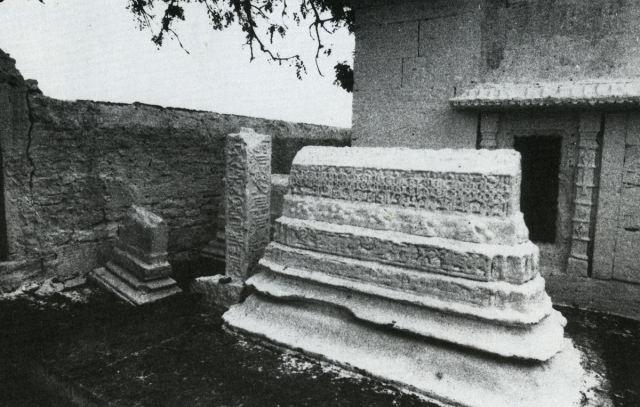 Perhaps-tomb-of-Dawud-ibn-Nasr-Multani-Bhadreswar
