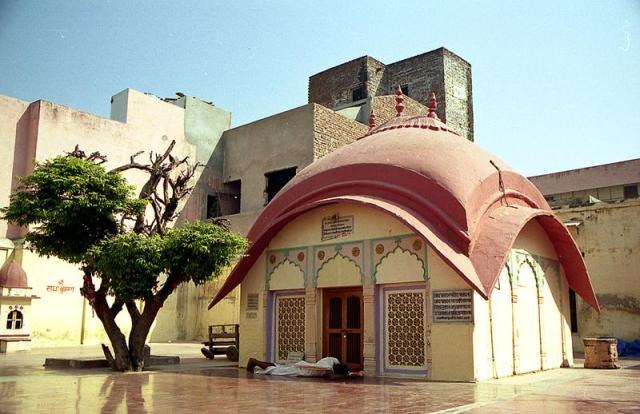 Rupa-Goswami-Samadhi