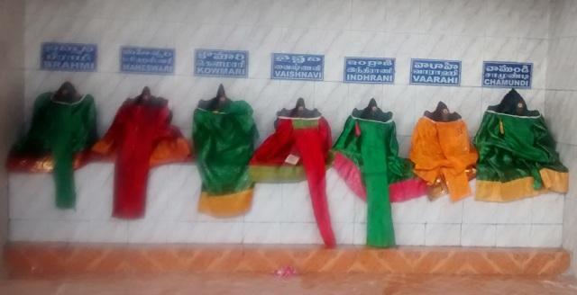 சுருட்டப்பள்ளி - கோவில் உட்புறம்- இடது பக்கத்தில் உள்ள சப்த மாதர்