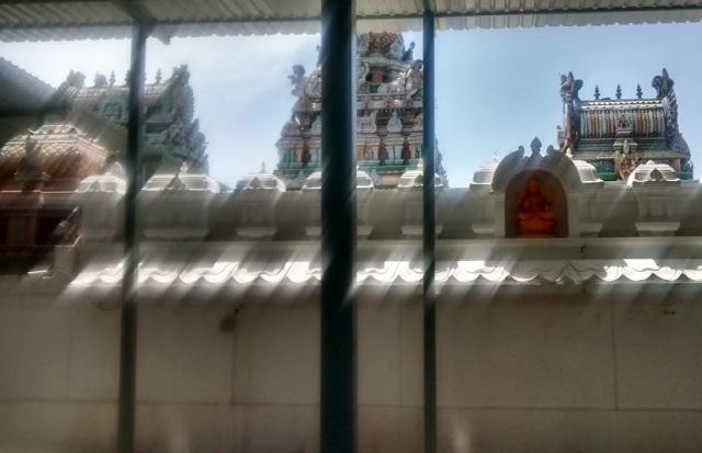 சுருட்டப்பள்ளி - கோவில் உட்புறத்திலிருந்து பின்பக்கத் தோற்றம்