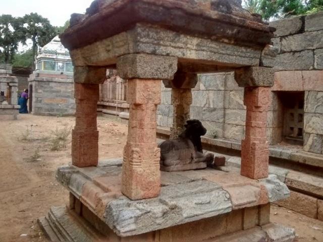திருமுக்கூடல் கோவில்-- இன்னொரு நந்தி மேற்கிலிருந்து கிழக்கு பார்ப்பது