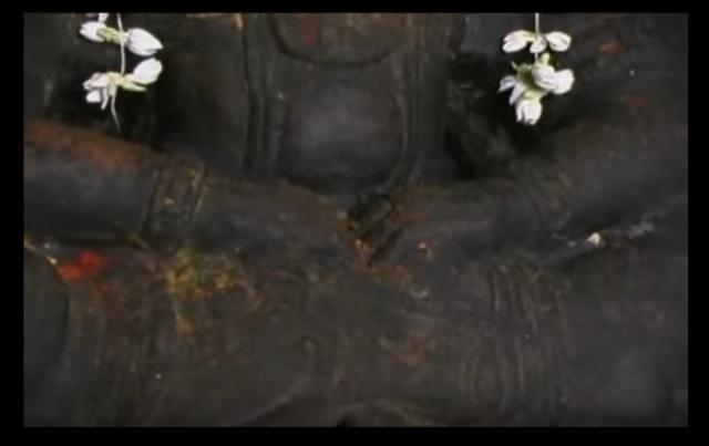 Bharhava Narasimha temple- fingers just inserted to tear