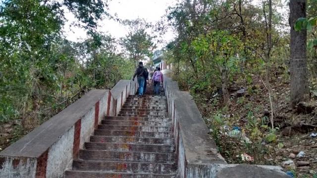 Bharhava Narasimha temple- steps to top