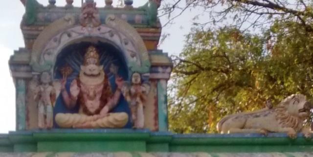 Chatravata Narasimha temple- two Ganharvas