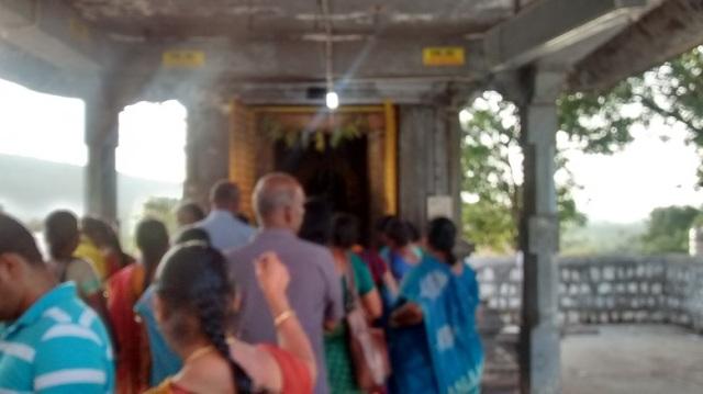 Yogananda Naraimha temple - crowded