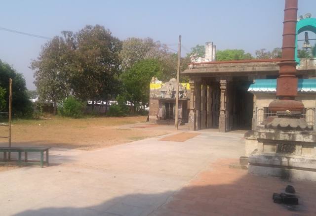 Baktajaneswarar temple, entrance LHS
