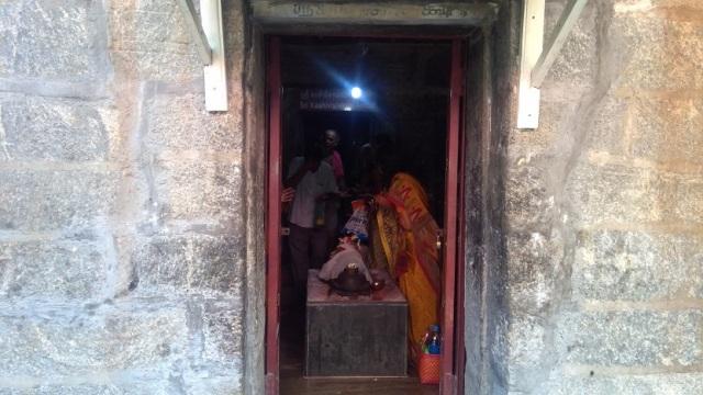 Nerur-2017 - Kasi Viswanathar temple -Garba gruha.side-out