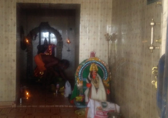 Ogaiyur temple -Vaishnavi, c.4 feet-7