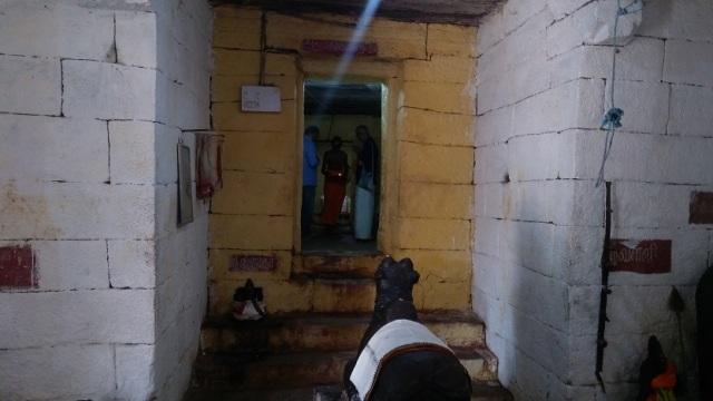 Kailasanathar temple, inside-LHS