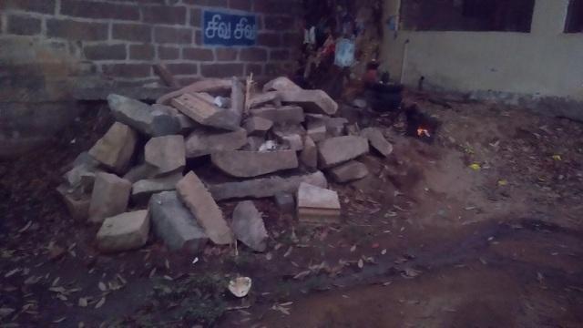 Kulittalai - Kadambavaneswarar - broken pillars etc