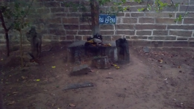 Kulittalai - Kadambavaneswarar - broken Rama sculpture