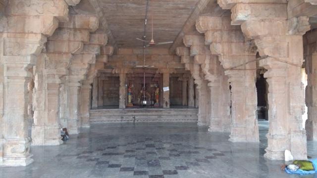 Thiruvennainallur temple - debate hall.inside