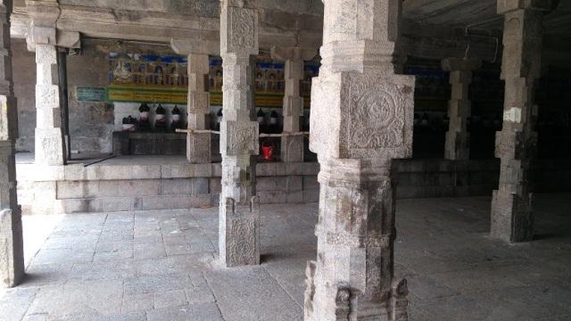 Thiruvennainallur temple - Nayanmars statues.
